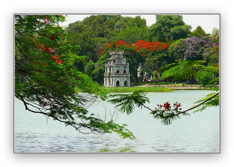 Hoan Kiem lake, 5 great things you should do in Hanoi capital
