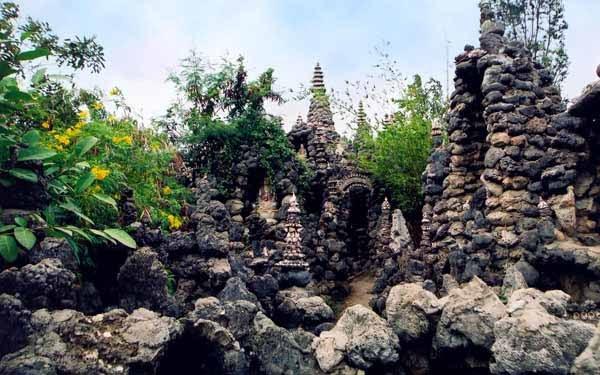 Visiting Tu Van pagoda