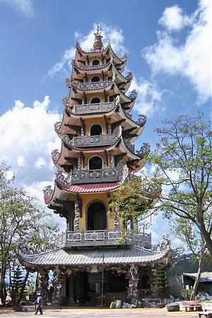 Visiting Linh Phuoc Pagoda – an outstanding architecture made by glass bottles