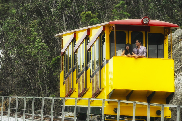 Da Nang launched the first mountain sightseeing trolley in Ba Na Hill