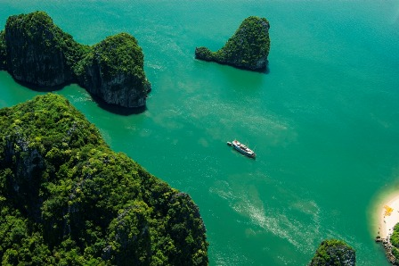 Admiring charming beauty of Ha Long Bay from the most modern seaplane in Vietnam