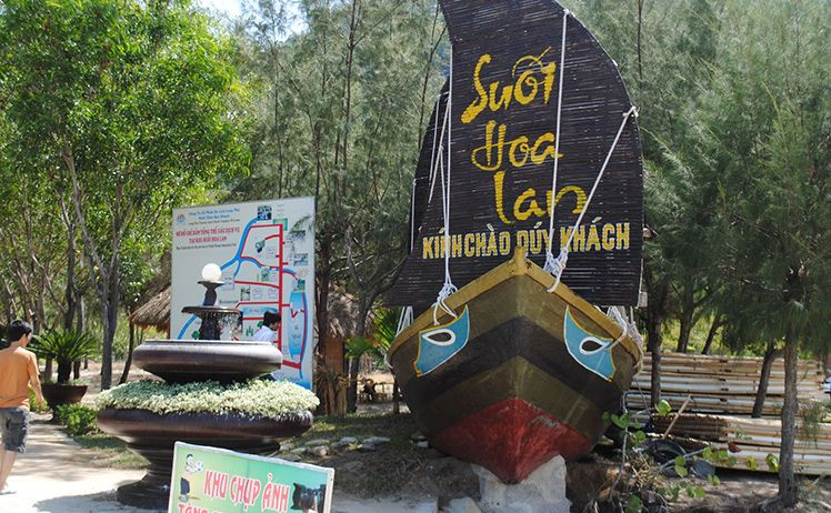 Various activities held in Monkey Island in Nha Trang city to celebrate Tet Holiday